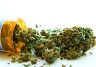 Viele Patienten erhoffen sich eine Linderung durch medizinisches Cannabis (c) Atomazul / Fotolia