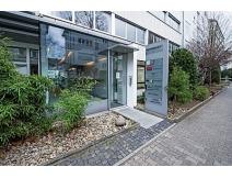 Eingang zu unserer zahnarztpraxis p  tomovic  bettinastr  35 37  60325 frankfurt am mainehyblo