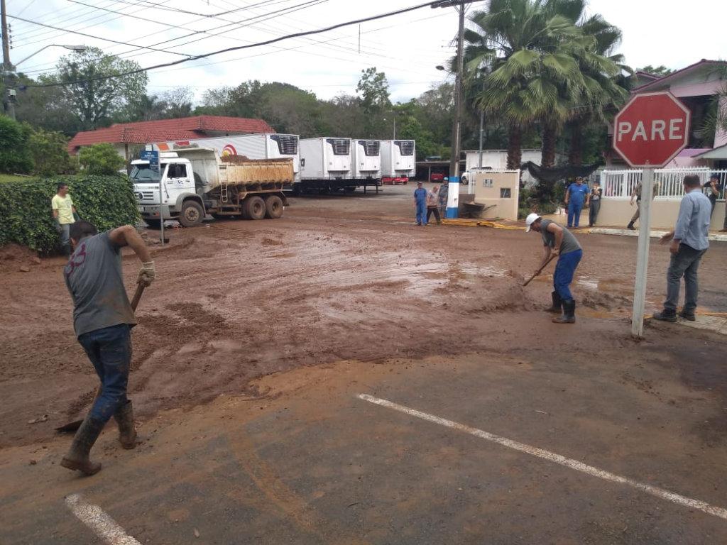 Prefeito de Joaçaba assina decreto de ajuda ao Município de Lacerdópolis