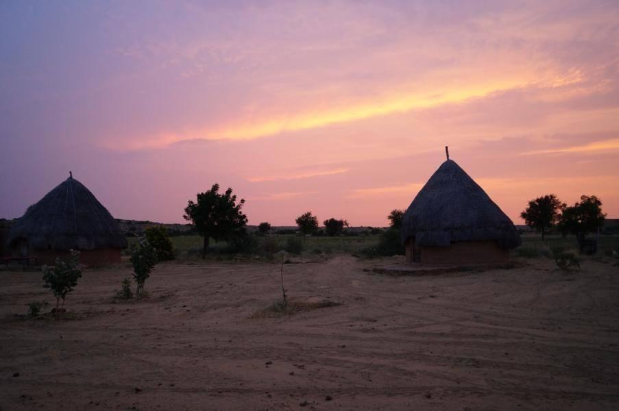 Indische Farm bei Sonnenuntergang