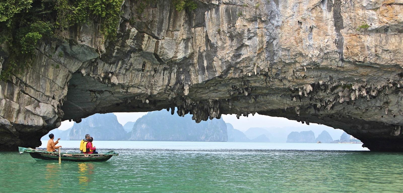Paddeltour durch die Halong- Bucht in Vietnam
