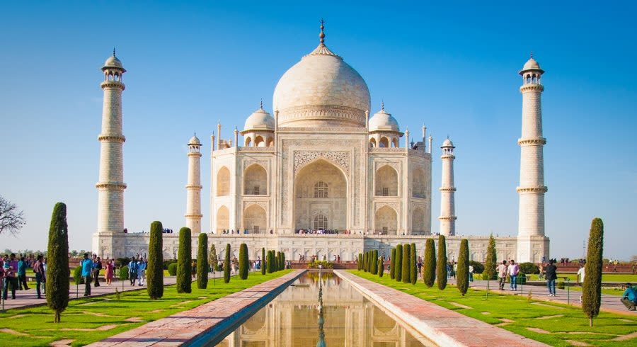 Enchanting Travels Agra Tours Agra City Taj Mahal on a bright and clear day