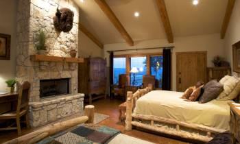 Cabin suites buffalo room