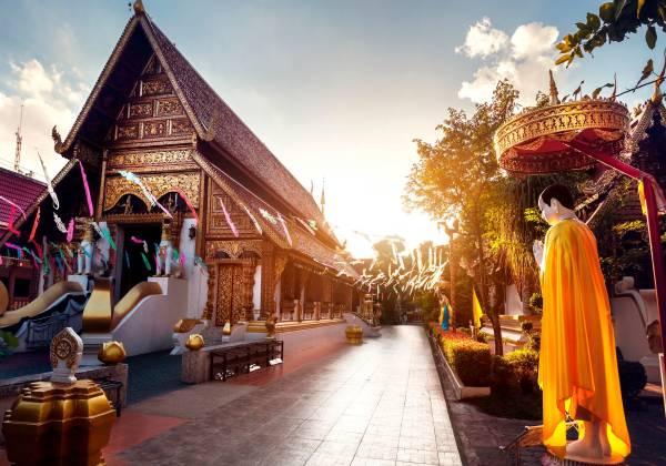 Wat Rong Khun The Phra Sing