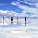 Bolivia - Uyuni - People & Car standing in Salt flats