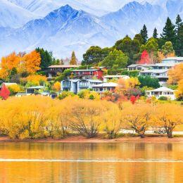 Wanaka Lake in Autumn