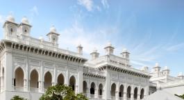 Frontansicht vom Taj Falaknuma Palace in Hyderabad, Indien