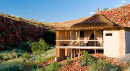 Außenansicht im Damaraland Camp in Damaraland (Palmwag), Namibia