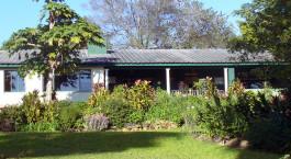 Außenansicht des Norma Jeans Lakeview Resort Hotel in Simbabwe