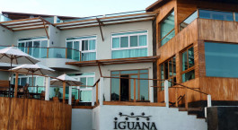 Außenansicht des Iguana Crossing Hotel in Isla Isabela, Ecuador/Galapagos