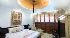 Doppelbettzimmer im Hotel Tharaburi Resort, Sukhothai in Thailand