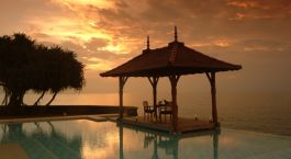 Enjoy the Sri Lankan sun from your luxury beach resort