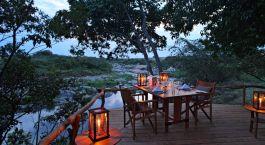 Gedeckter Tisch im Rekero Tented Camp Hotel in Masai Mara, Kenia