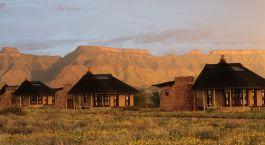 Außenansicht des Sossusvlei Desert Lodge Hotels in Sossusvlei, Namibia