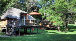 Außenansicht im Kubu Lodge Hotel in Chobe National Park, Botswana