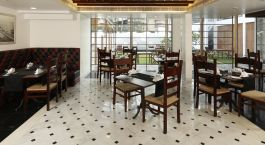 Enchanting Travels - South India Tours - Cochin -Eighth Bastion - dining