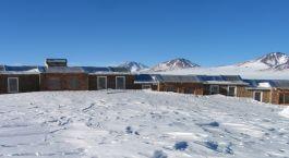 Exterior view of Tayka Hotel del Desierto in Ojode Perdiz, Bolivia