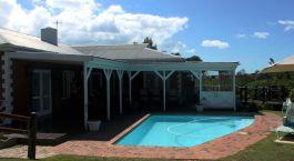 Swimmingpool in der Redbourne Country Lodge Südafrika