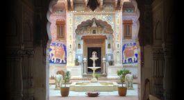 Innenhof des Le Prince Haveli Hotels in Churu, Nordindien