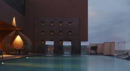 Pool im Novotel Lucknow Gomti Nagar Hotel in Lucknow, Nordindien