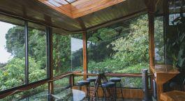 Loungebereich im Hidden Canopy Treehouse in Monteverde, Costa Rica