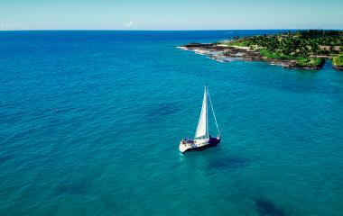 Sailboat sailing in ocean in Hawaii.