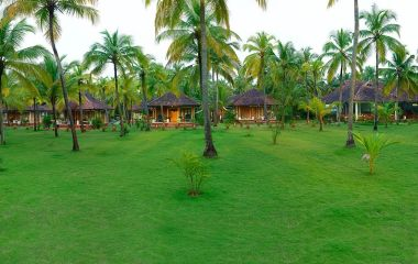 Enchanting Travels - Südindien Reisen -Nattika Beach Resort - Außenansicht