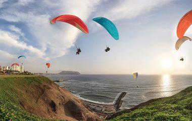 Abenteuer Paragliding in Lima, Peru