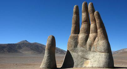 Sicherheit in Chile - bei uns sind sie in den besten Händen. Zu sehen: Skulptur in der Atacama Wüste