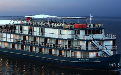 Abendliche Außenansicht der Jayavarman Cruise in Kambodscha und Vietnam