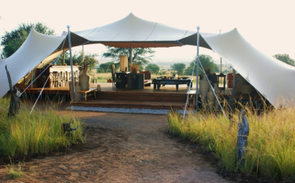 Sayari-Camp-lounge-tent-Serengeti-lodge