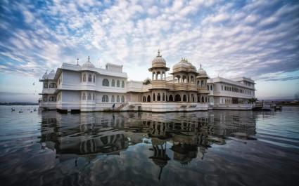 Außenansicht des Hotels Taj Lake Palace, Udaipur