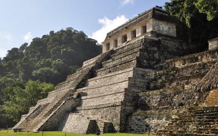 Maya-Tempel von Palenque inmitten des Urwaldes, Mexiko