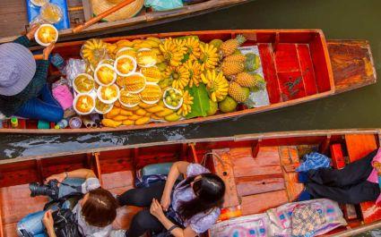 Schwimmender Markt von Damnoen Saduak in Ratchburi bei Bangkok