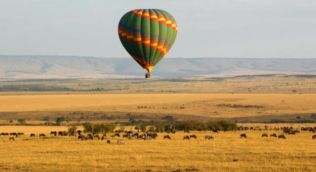 Hot air balloon over the Masai Mara, Kenya, Africa