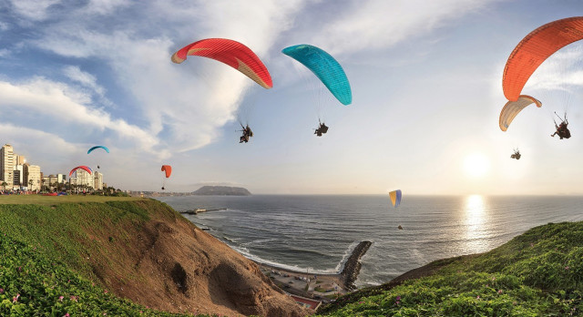 Adventure paragliding in Lima, Peru
