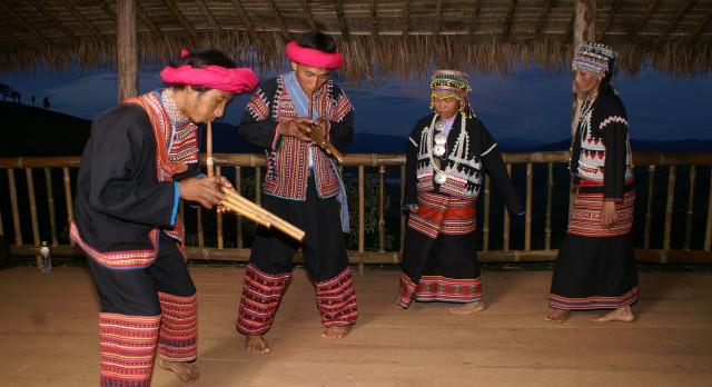 Tanzauftritt im Lanjia Lodge Hotel in Chiang Khong, Thailand