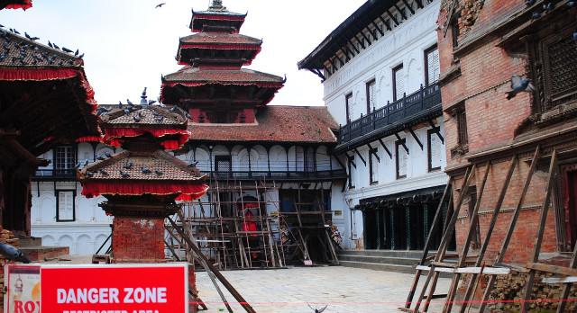 Hanuman-Dhoka-Durbar-Platz gesperrt mit Warnschild