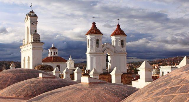 Über den Dächern von Sucre, der Hauptstadt von Bolivien