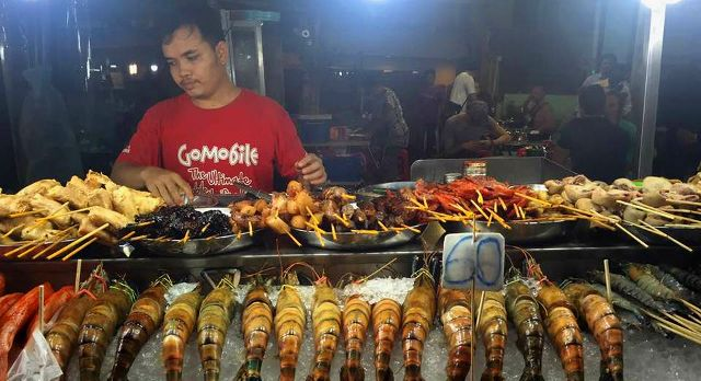 Explore the country's street food on your Malaysia vacation
