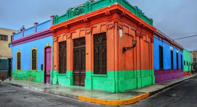Walk through El Callao's colorful neighborhoods