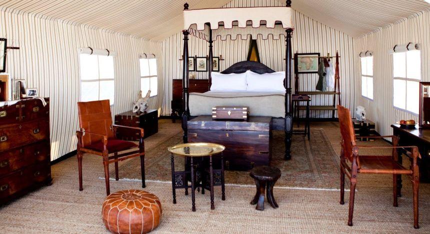 Schlafzimmer im San Camp Hotel in Kalahari Salzpfannen, Botswana
