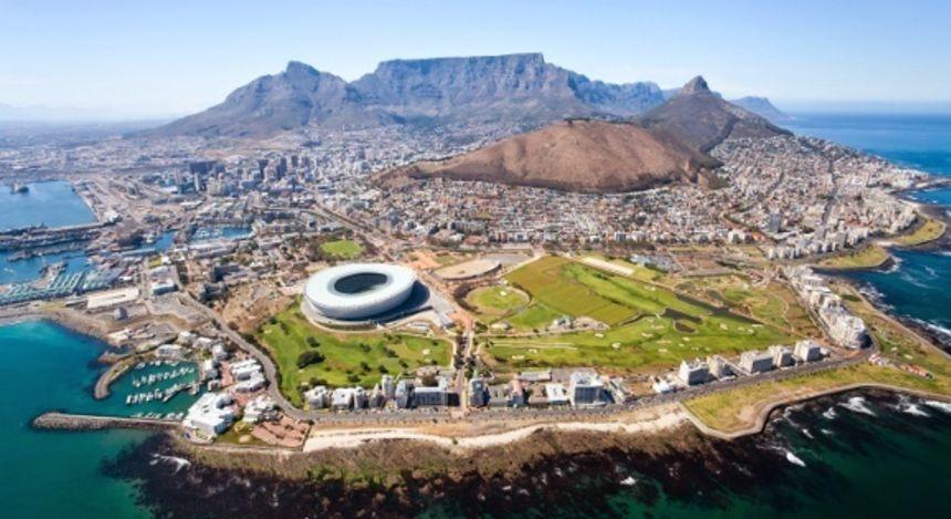 Luftaufnahme von Kapstadt und dem Tafelberg in Südafrika