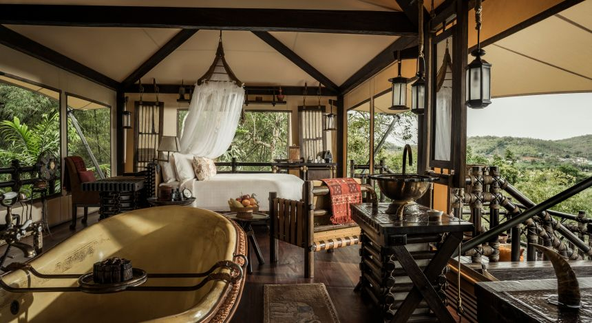 Gästezimmer im Four Seasons Tented Camp, Golden Triangle Hotel in Chiang Saen, Thailand