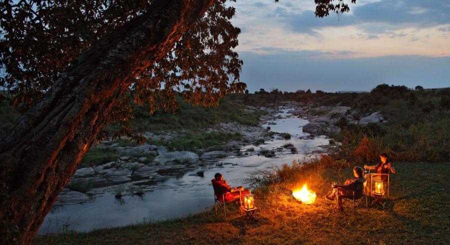 Lagerfeuer in einem Safari Camp