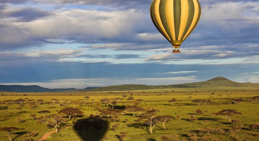 Balloon over savannah, Serengeti, Tanzania