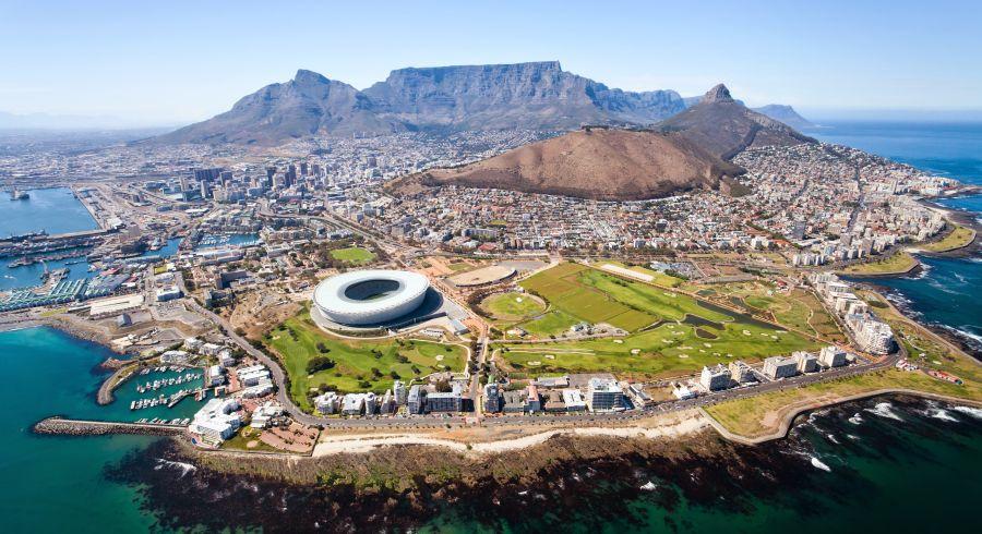 Blick von oben hinab auf Kapstadt