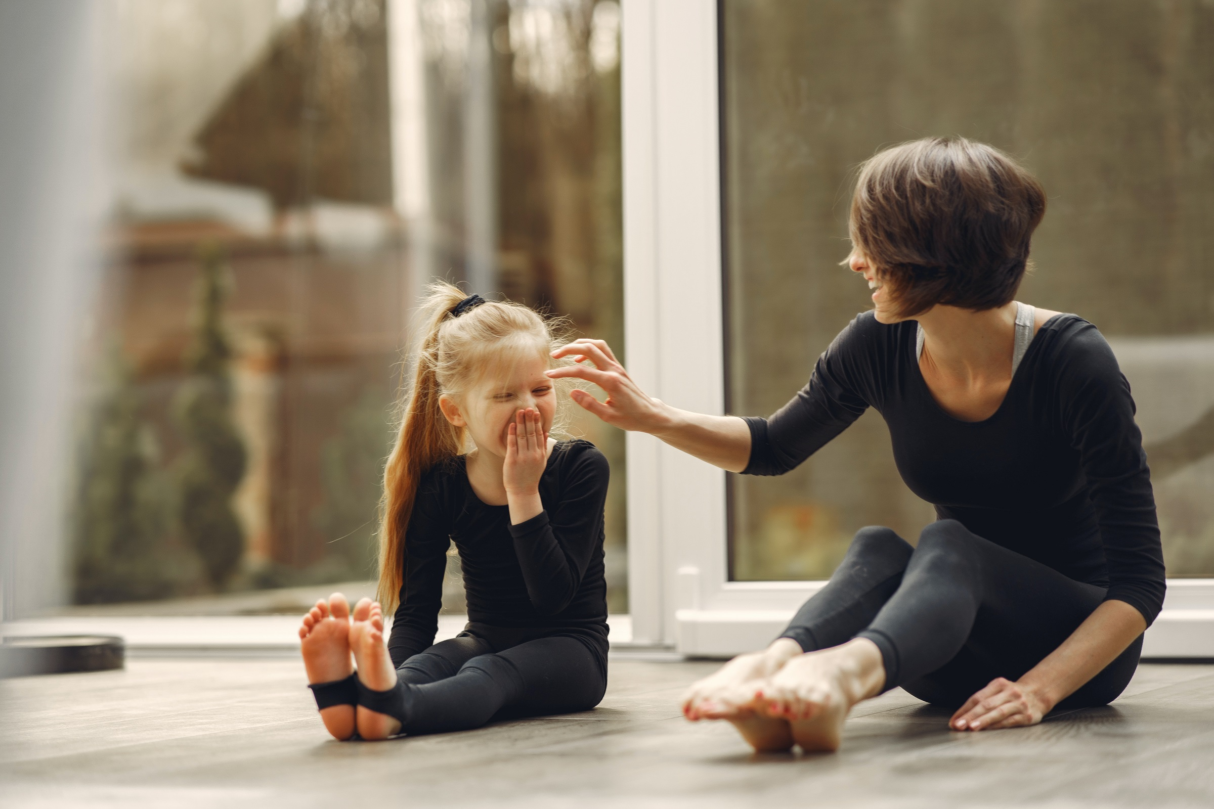 Mother and daughter bonding 3985253  1