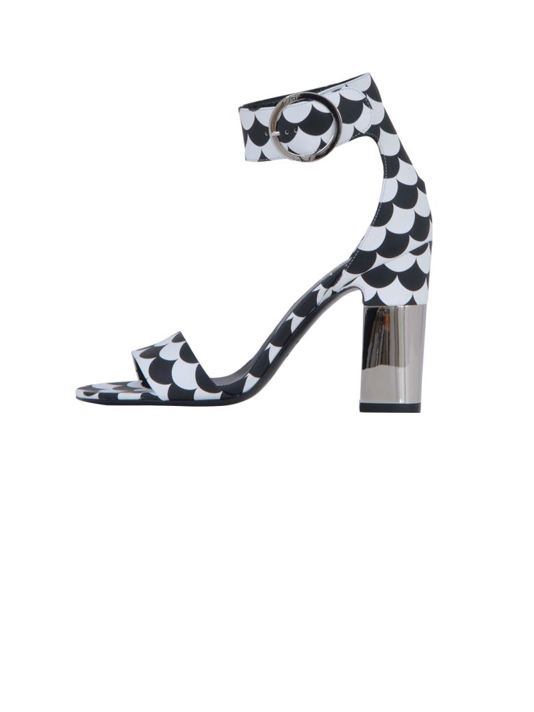 Podium Sandals Scallops In Leather, White/Black
