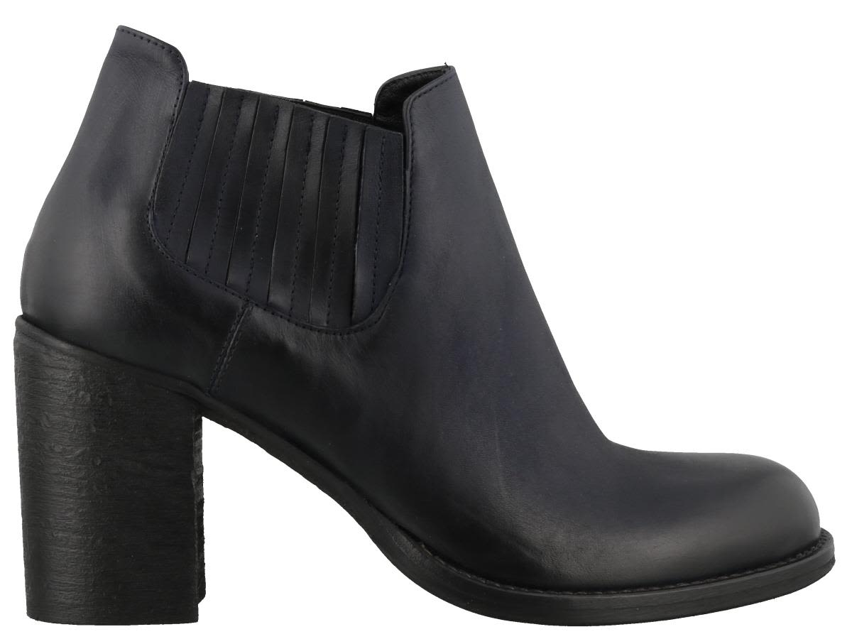 STRATEGIA BOSTON VITTORIA ANKLE BOOTS